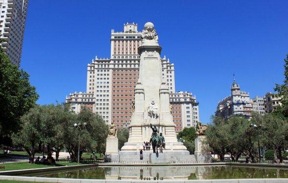 Площадь Испании находится в
